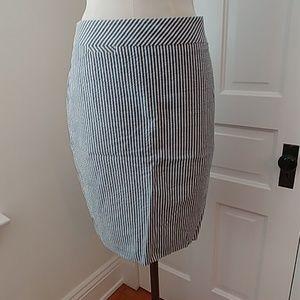 J Crew seersucker cream/blue pencil skirt lined